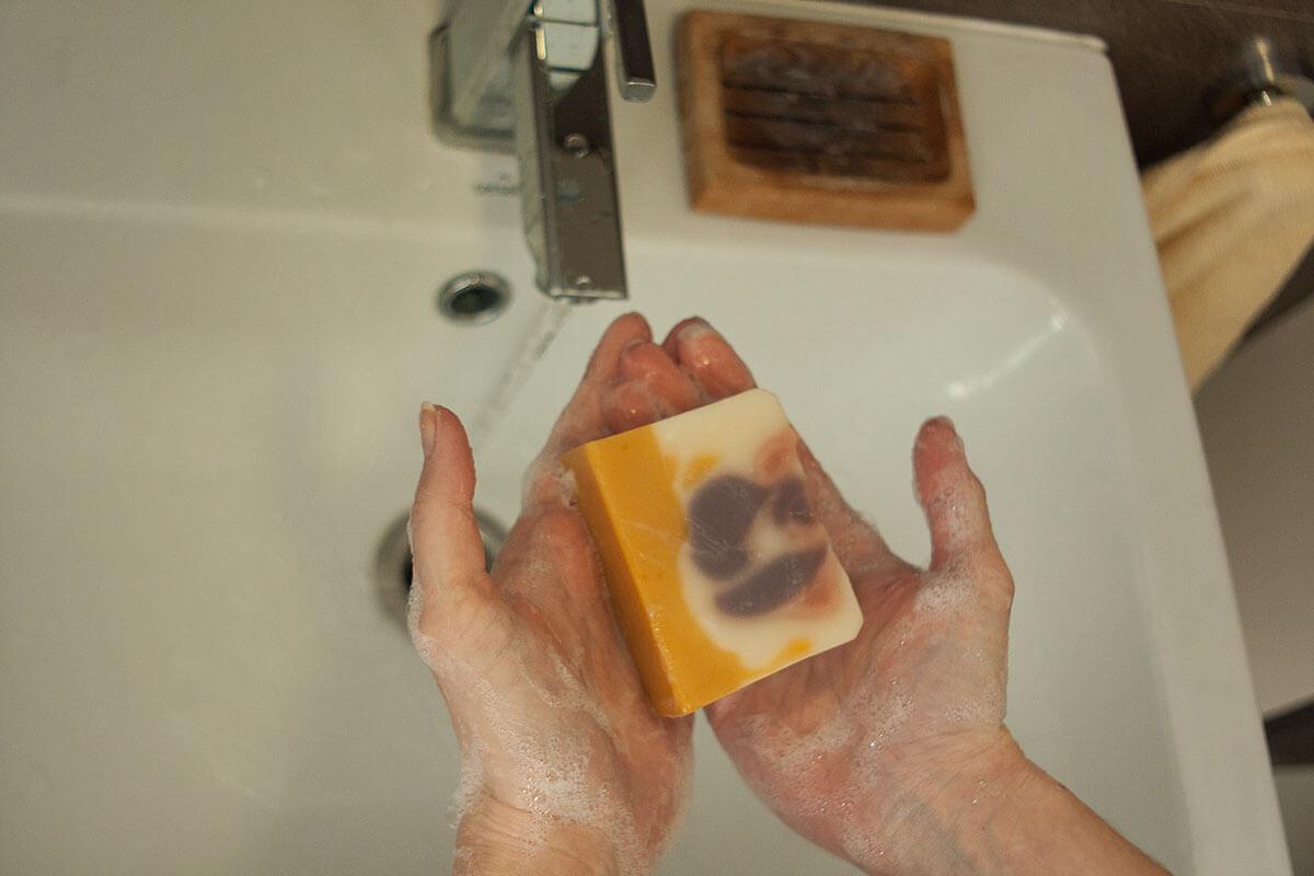 mydlo ponio na ruky